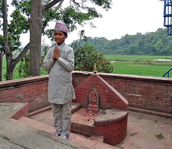 Junger Batuk Pandit der Uttar Bahini Gurukul