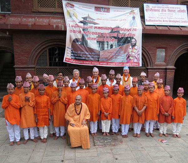 Swami Nigamananda, Leiter der Budhanilakanth Gurukul in Kathmandu, Nepal
