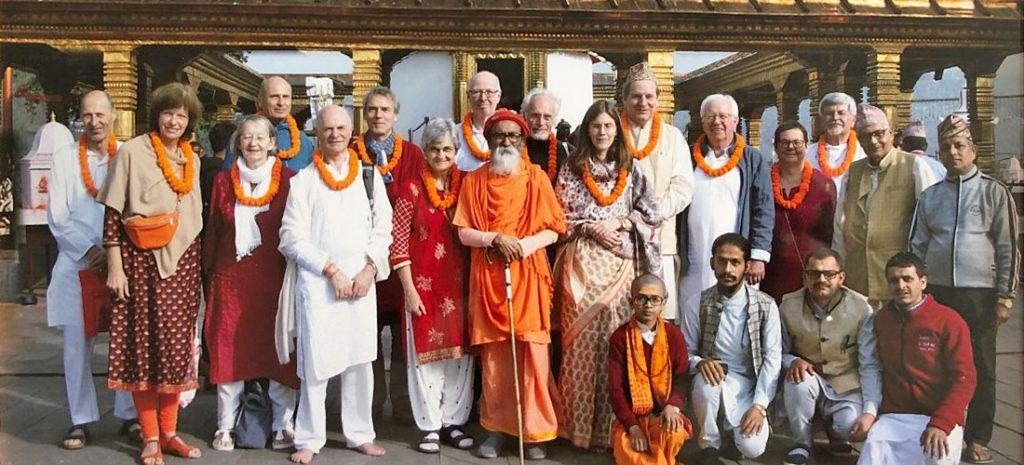 Die deutsche Gruppe bei ihrem Besuch einer Gurukul in Pokhara